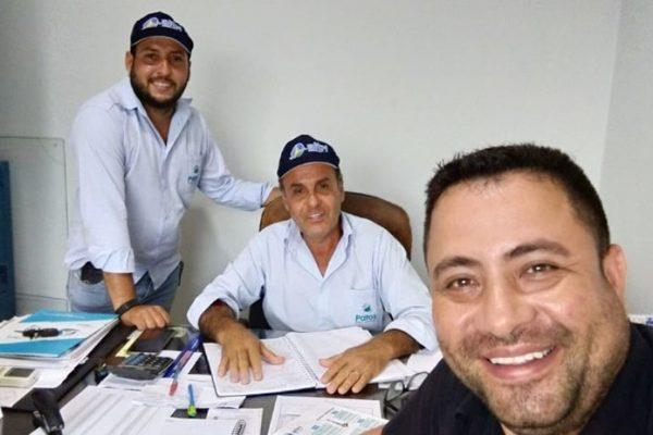 Entrega de brindes na empresa PATOS POÇOS ARTESIANOS