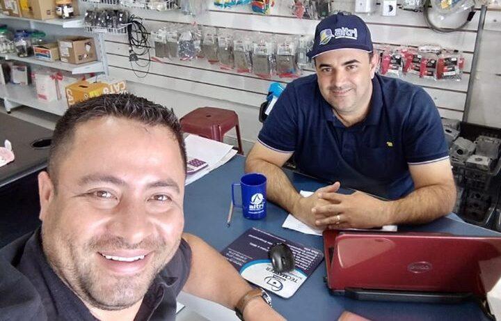 Entrega de brindes na empresa RIBEIRO PRADO MATERIAIS ELETRICOS